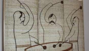 К 400-летию Хотинской битвы мастер создал из лозы панно с козаками и огромную писанку